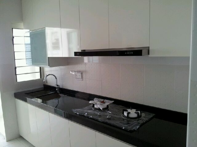 Kitchen cabinet singapore modern home design and decor for Kitchen cabinet design photos